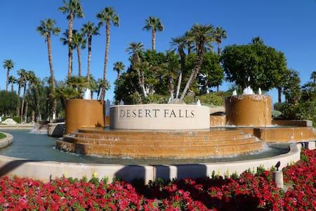 Mtn View Condo w/ Golf, Tennis,Gym - Palm Desert - Selveierleilighet