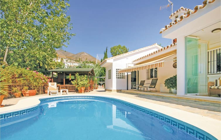 Holiday cottage with 3 bedrooms on 200m² in Benalmádena Costa