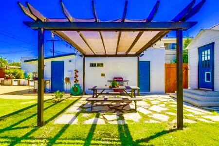 "Sunny Long Beach Retreat ""Garden House"" - Long Beach"