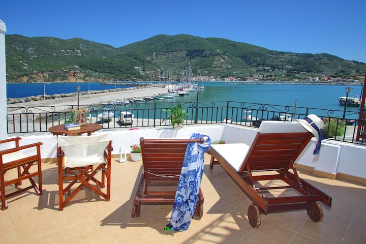 Villa Yiannoula amazing sea view 30m from the sea
