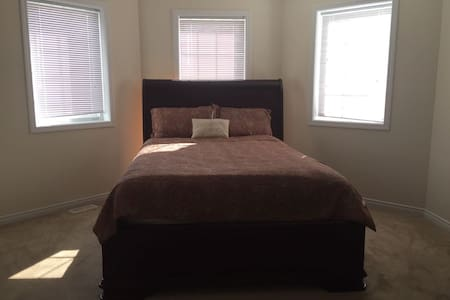 Cozy , clean , Close to Downtown brantford. - Brantford - 獨棟