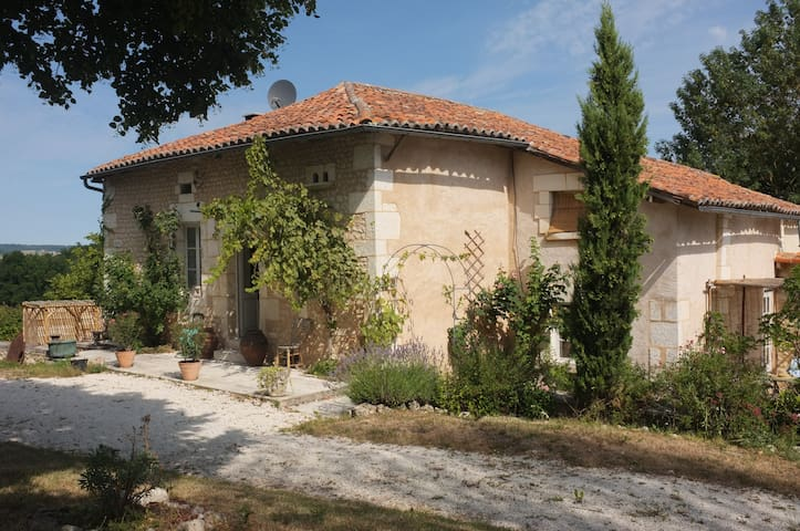 French Bed & Breakfast with pool - Bouteilles-Saint-Sébastien - Bed & Breakfast
