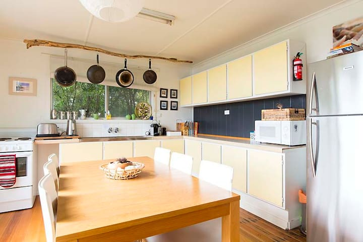 Bruny Island 'Alkira' Homely Stay *winter special* - Lunawanna - House