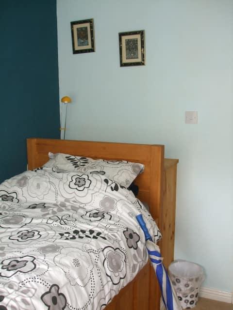 Single cosy bedroom in Lucan.