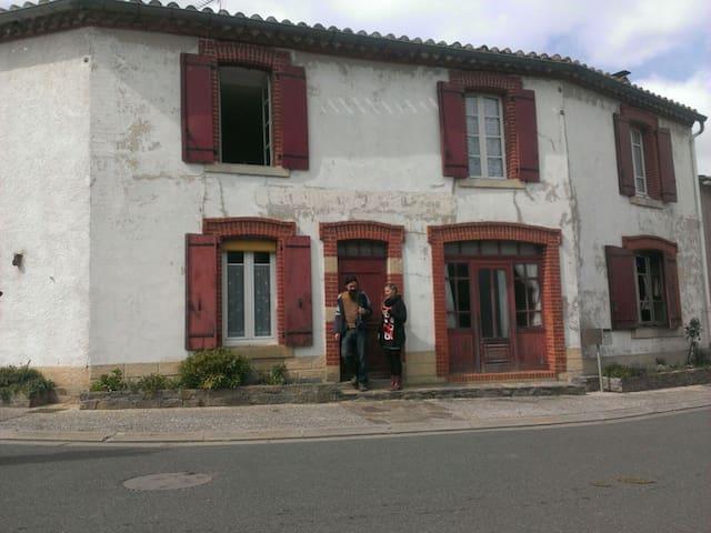 Ancienne épicerie Café de voyageurs - Saint-Antonin-de-Lacalm - Bed & Breakfast