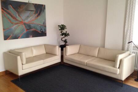 Schöne zentrumsnahe Altbauwohnung - Apartment