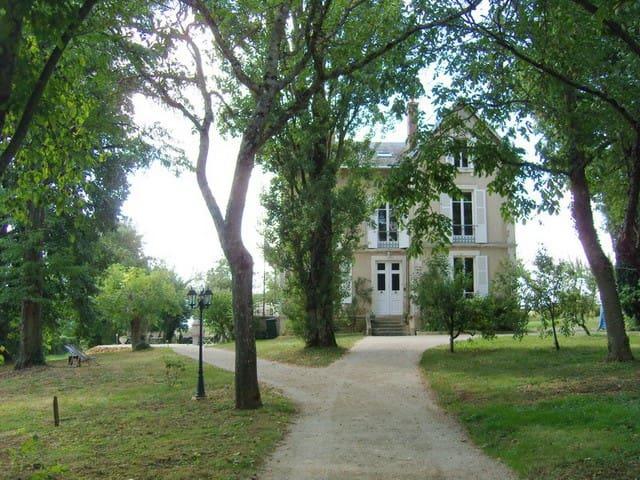Charmant Maison de Maître - Vignol - Villa