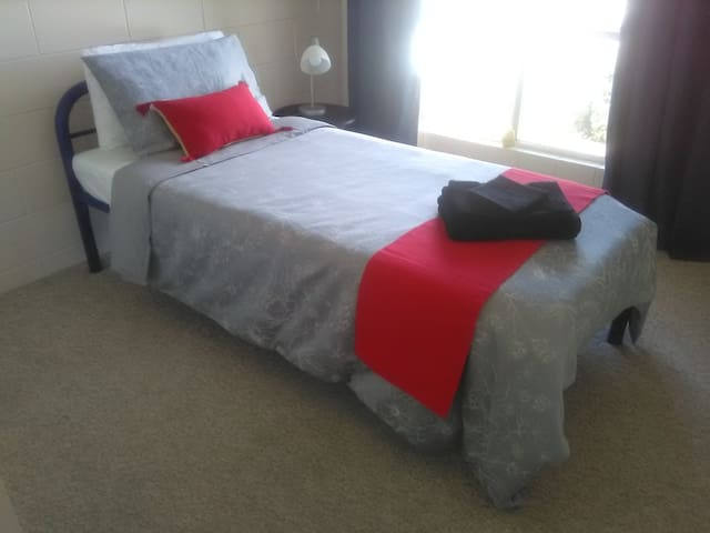Townsville room, close to beach and city. Men only