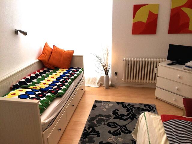 H2:LIGHT+COSY ROOM CLOSE CITY+FAIR - Düsseldorf - Huoneisto