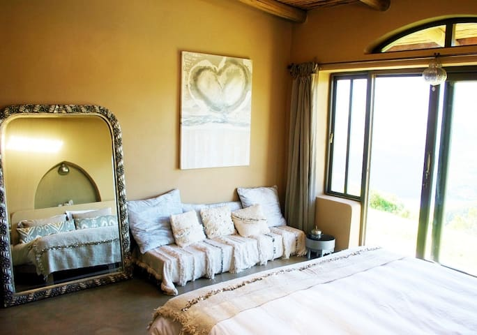 Master bedroom (has en-suite)