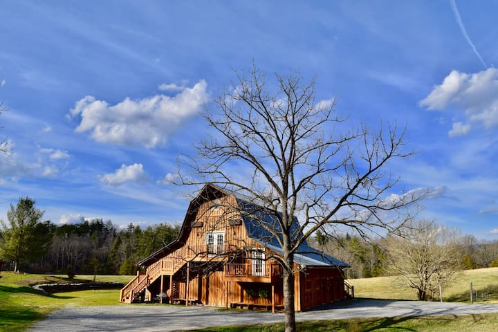 The Hayloft Sky Cabin at Country Manor Acres - Townsend - Cottage