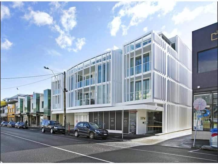 Deluxe Brighton APT *Bayside Centre Wi-Fi/Parking+60'Smart TV