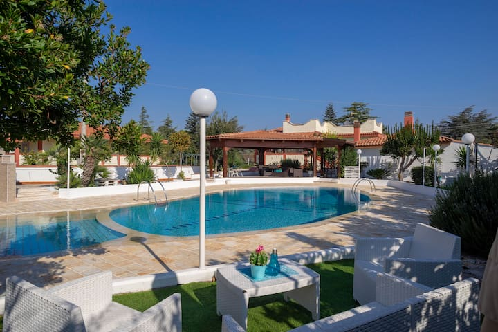 Large Villa with pool in Puglia for 8 people