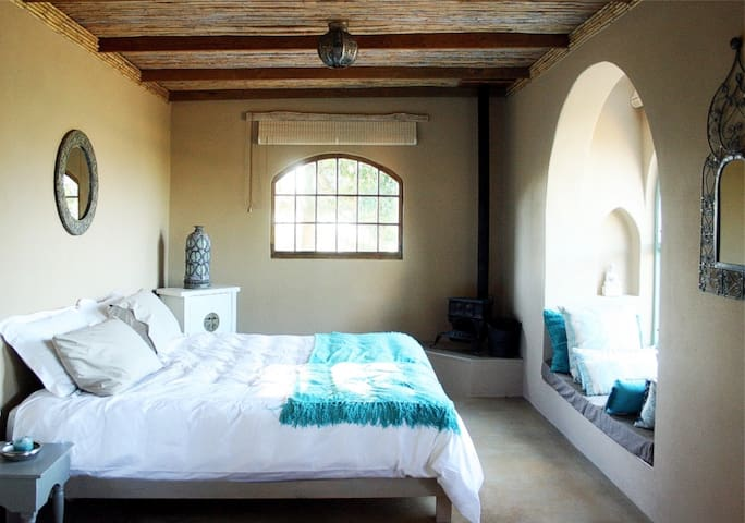4th bedroom (has en-suite)