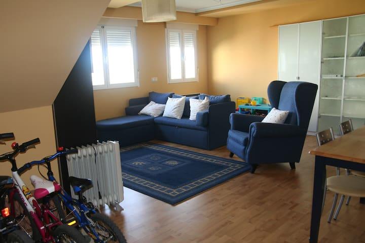 Amplio piso a un paso de la ciudad - Castellanos - Apartament