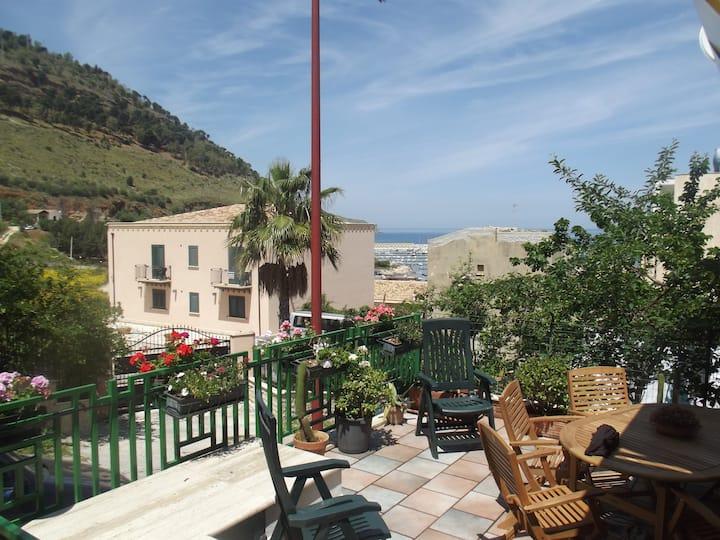 Villa Sicilia with terace to the port