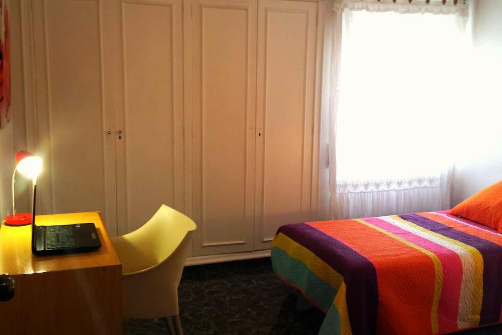 Habitaci n dos tres camas grande con wifi apartamentos en alquiler en valencia comunidad - Loquo valencia alquiler habitacion ...