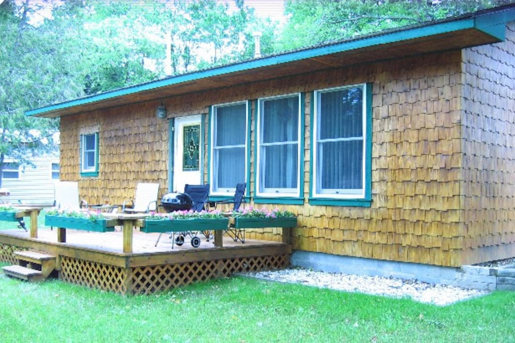 Large Front Deck w/Grill