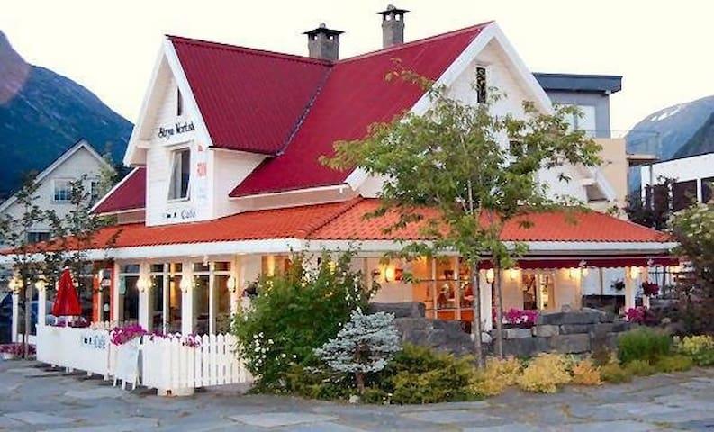 Stryn Vertshus, Stryn Country Inn