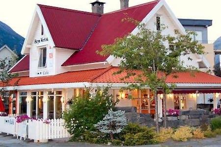 Stryn Vertshus, Stryn Country Inn - Stryn - Penzion (B&B)