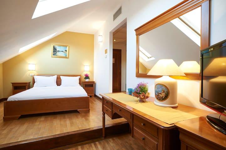 Cozy Attic Room III