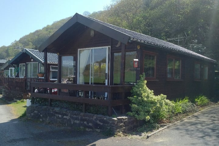 """Munchkin's Muse"" detached, self catering chalet"