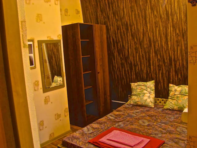 Просторная и персиковая квартира - Ейск - Apartment