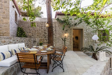 """Rodia"" Eco stay house in Epidavros - Akros Estate"