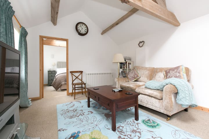 The Saddlery (Self-contained B & B) - Rugby
