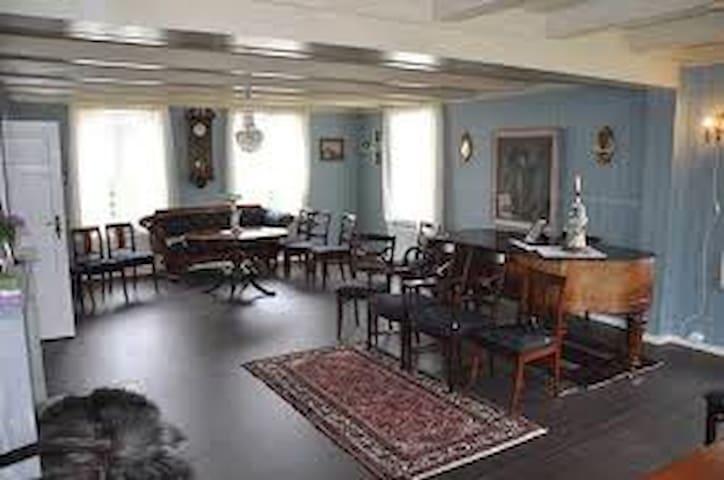 Bo i Thor Heyerdahls barndomshjem  - Larvik - House