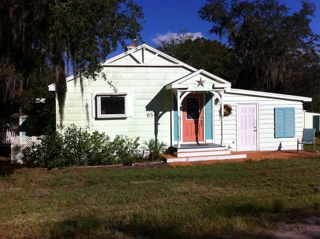 Florida Cottage Hideaway - Lake Wales