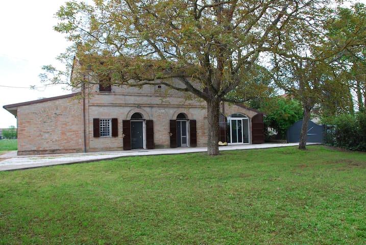 CASALE RUSTICO CON GIARDINO - Cervia - Huis
