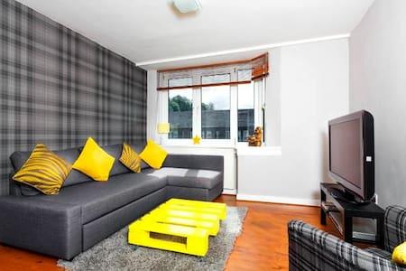 Large Modern Apartment (Sleeps 6) Parking/WiFi - Edimburg