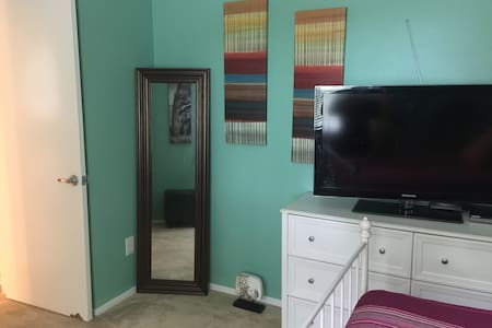 Comfy Room Near the Domain! - House