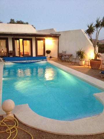 Villa with Pool House &Heated Pool -  nazaret, teguise - Talo