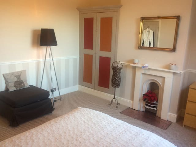 Double bedroom in Victorian house - Derby - Casa