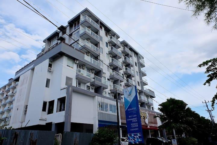 V Apartment building