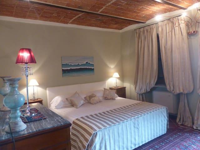 "Villa Crissante alloggio ""Galina"" - La Morra - Apartamento"