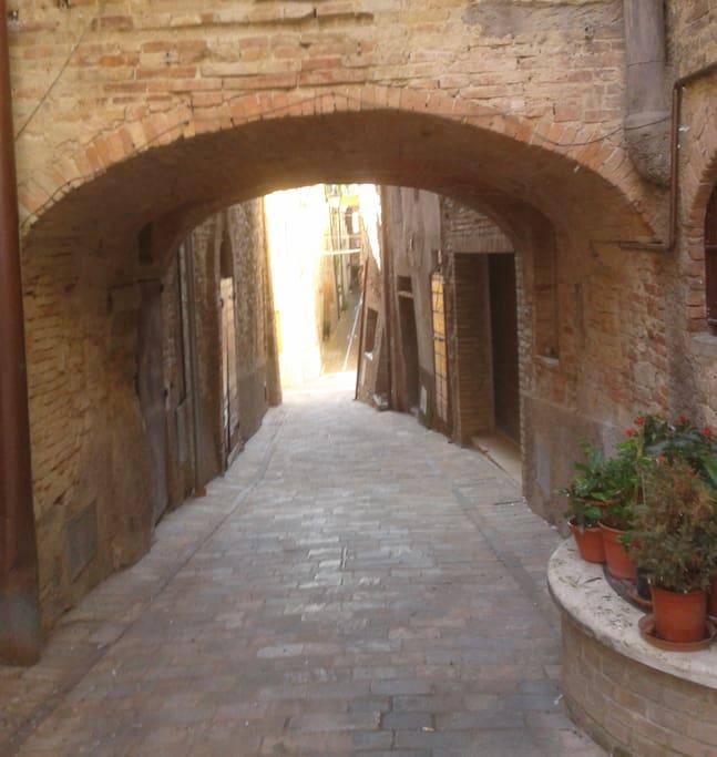 Via del Progresso: street  leading to house