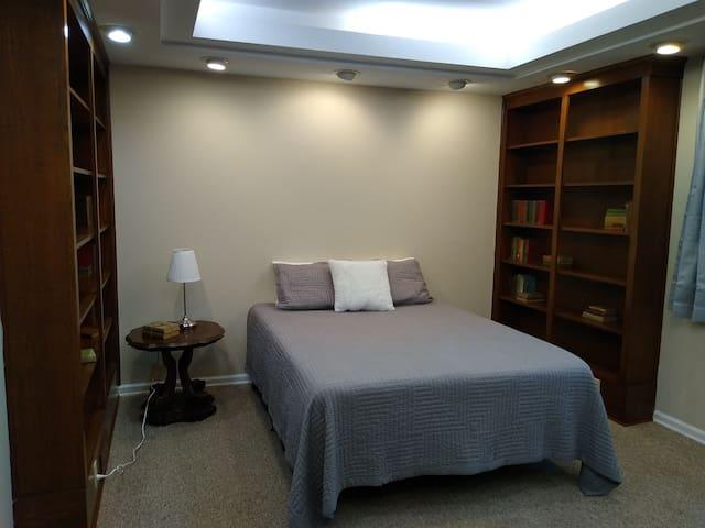 """Queen room """"The Library"""" (1st Floor)"""