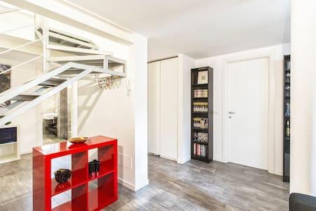 prestigious house with garden - Cesano Boscone