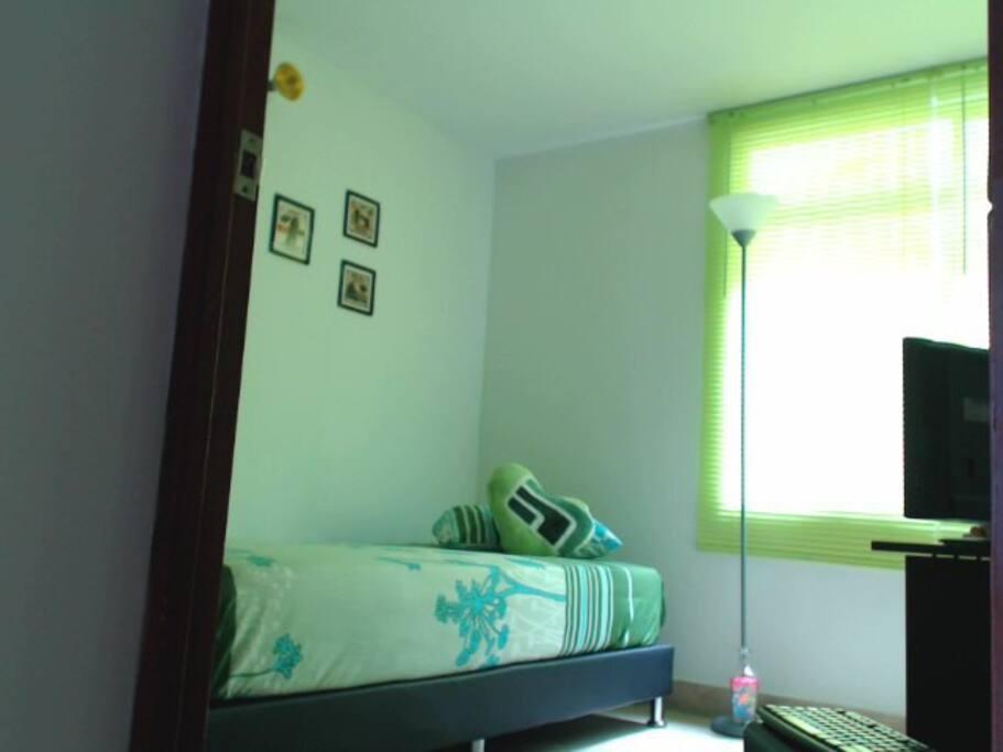 Agradable habitación, fresca, buena iluminación, limpia y privada