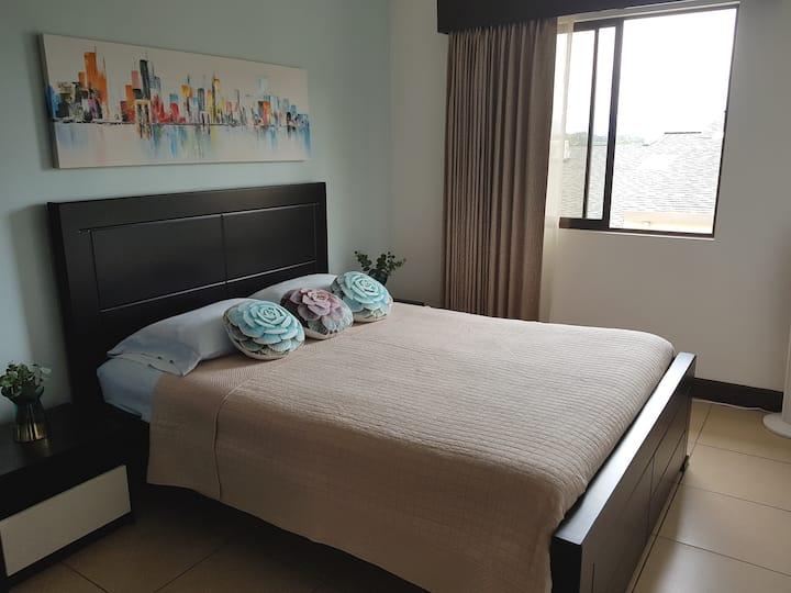 Cómoda y Segura Habitación en Casa de Condominio.