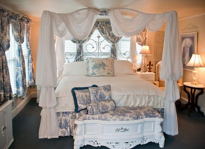 Hidden Room - New Bern - Bed & Breakfast