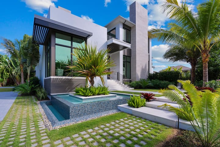 GULF SHORE GRAND - Olde Naples Modern Masterpiece