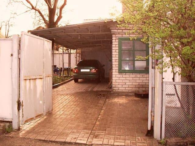 accommodation+transport in donetsk - Donetsk - Dům