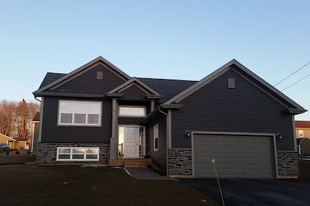 Executive 3 bdrm home! - Cornwall