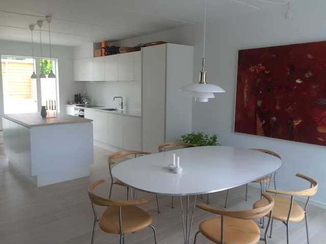 Modern home north of Cph in beautiful surroundings - Humlebæk - Hus