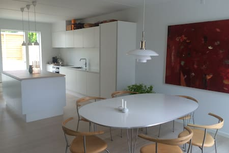 Modern home north of Cph in beautiful surroundings - Humlebæk - Casa
