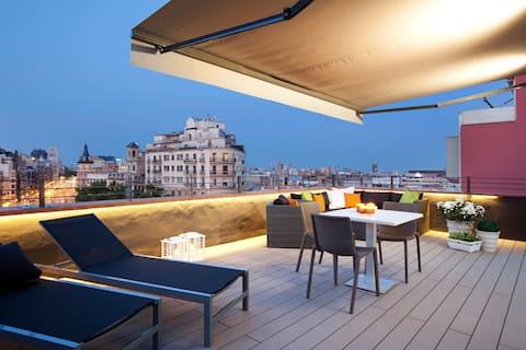 Penthouse with terrace By Miro EnjoyBCN Apartments